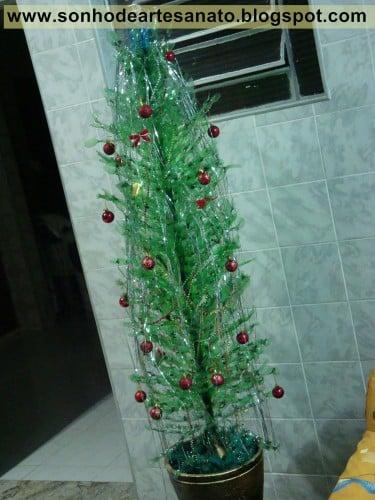Read more about the article Árvore de Natal com garrafa pet, como fazer?