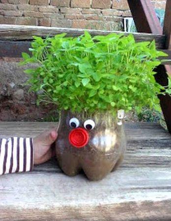 Read more about the article Como Fazer Vasos de Jardim com Garrafa Pet