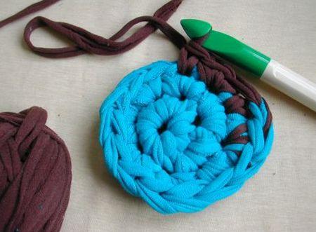 Read more about the article Como Fazer Crochê com Tecido de Blusas Antigas
