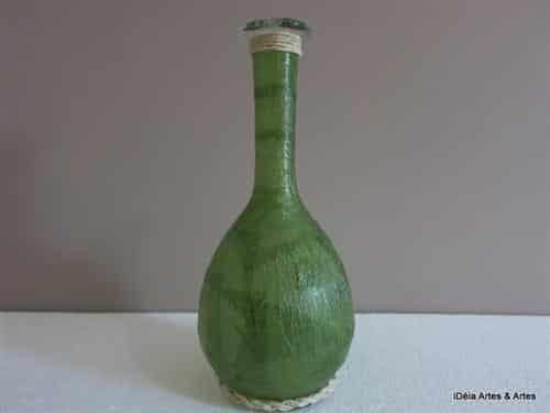 Read more about the article Garrafa de vidro com aplicação de crepom