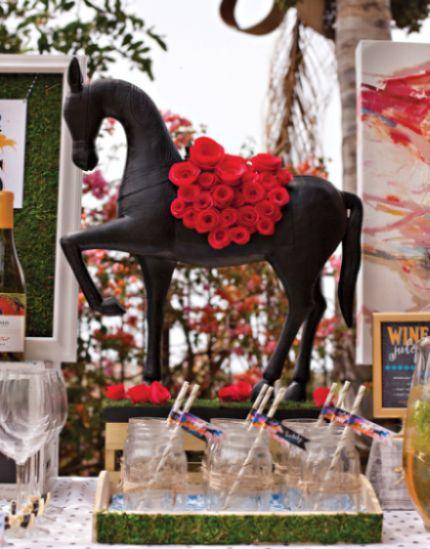 Com este buquê com rosas de crepom qualquer cantinho de seu lar ou festa ficará mais especial (Foto: toovia.com)