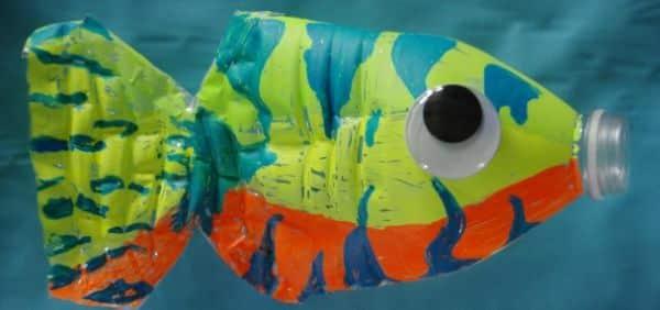 Este artesanato com garrafa de água vazia é fofo e muito fácil de ser feito (Foto: meaningfulmama.com)