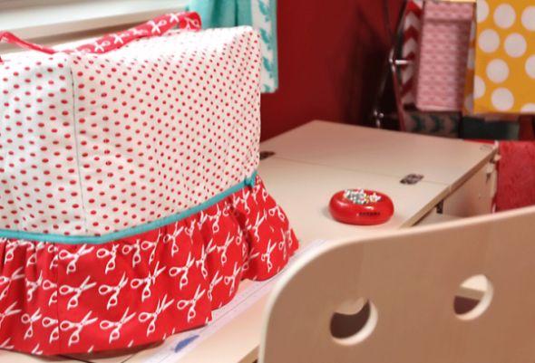 Capa para cobrir máquina de costura além de proteger, decora (Foto: sew4home.com)