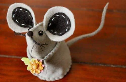 Este ratinho de feltro é lindo e faz o maior sucesso (Foto: insidenanabreadshead.com)