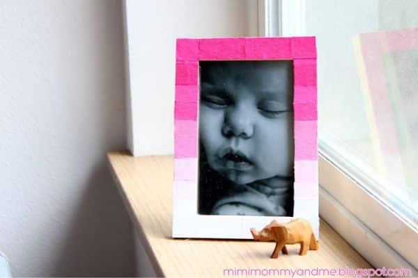 Decorar porta-retrato com retalhos de tecidos renova os seus espaços (Foto: mimimommyandme.blogspot.com.br)