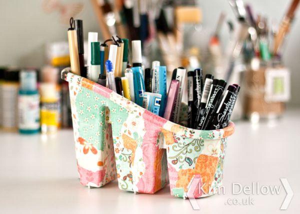 Utilize um papel que está sobrando para decorar um escorredor de talheres (Foto: kimdellow.co.uk)
