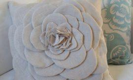 Como Fazer Enfeite para Almofada em Formato de Flor