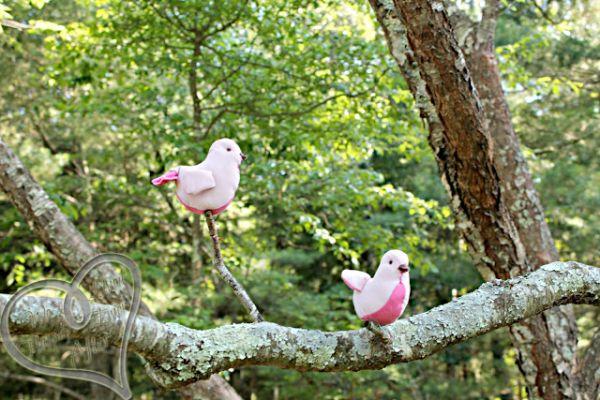 Passarinho em tecido é fofo e pode ter a cor que você quiser (Foto: welivedhappilyeverafter.com)