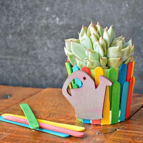 Read more about the article Vasinho de Flores Decorado com Palito de Picolé Passo a Passo