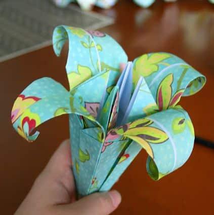 You are currently viewing Como Fazer Lírios de Origami Passo a Passo