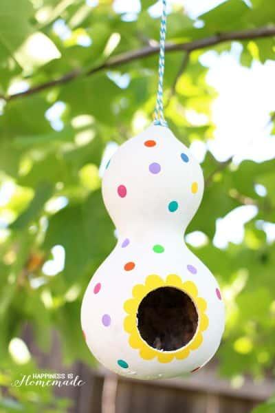 Esta simpática casinha de passarinho de cabaça pode ter o estilo que você quiser (Foto: happinessishomemade.net)