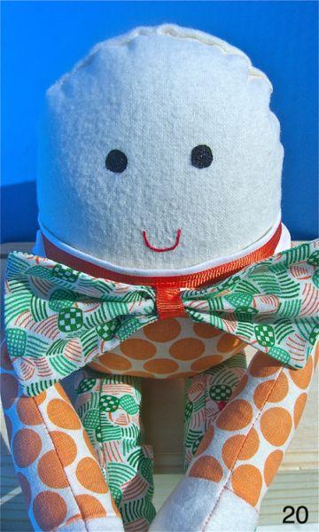 Este divertido boneco de pano pode ter as cores e o estilo que você desejar (Foto: ahappysong.com)