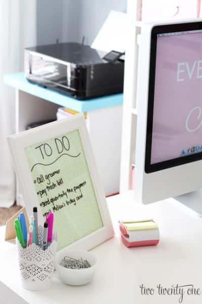 Esta decoração para escritório pode possuir o modelo que você quiser (Foto: twotwentyone.net)