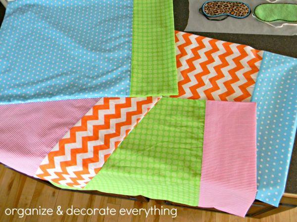 Colorir o seu quarto é fácil com esta colorida fronha de travesseiro (Foto: organizeyourstuffnow.com)