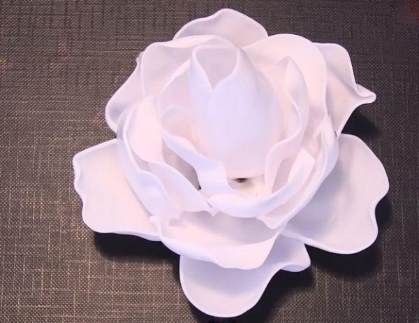 You are currently viewing Como Fazer Rosas com Colheres de Plástico