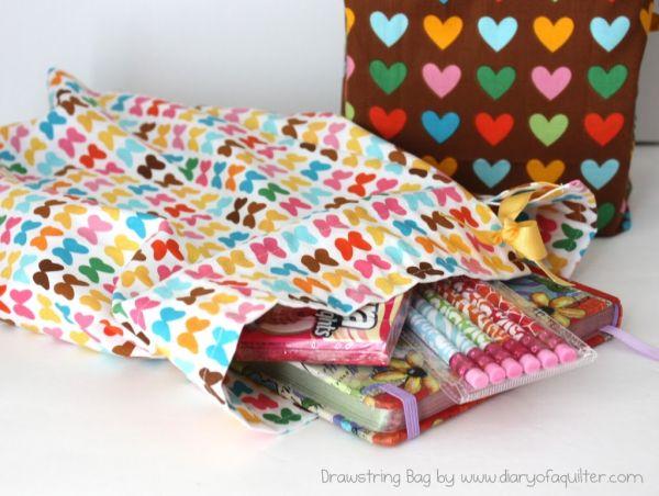 Saquinho de tecido para presente incrementa o que você quer oferecer (Foto: bloglovin.com)