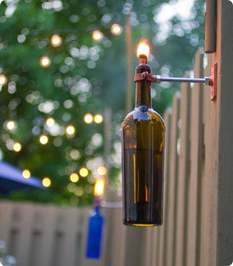 Reutilizar garrafas de vidro na decoração é muito fácil e a sua casa vai ficar linda (Foto: designsponge.com)