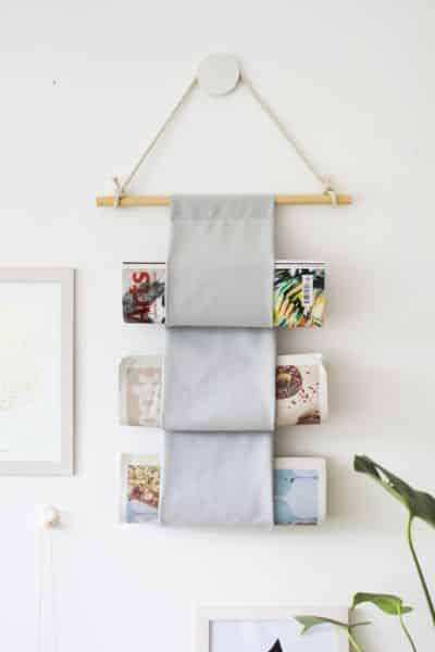 Porta-revistas de parede é lindo, útil e ainda vira peça decorativa em seu ambiente (Foto: homefuly.com)