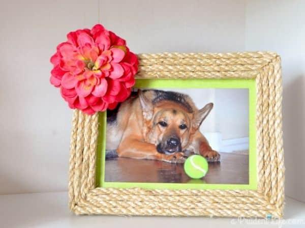 Transformar um porta-retrato simples é também um passatempo bem divertido (Foto: aprudentlife.com)