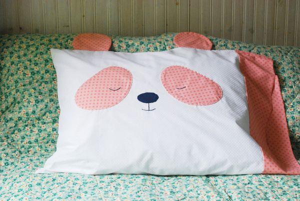 É fácil customizar capa de almofada com tecido (Foto: wildolive.blogspot.com.br)