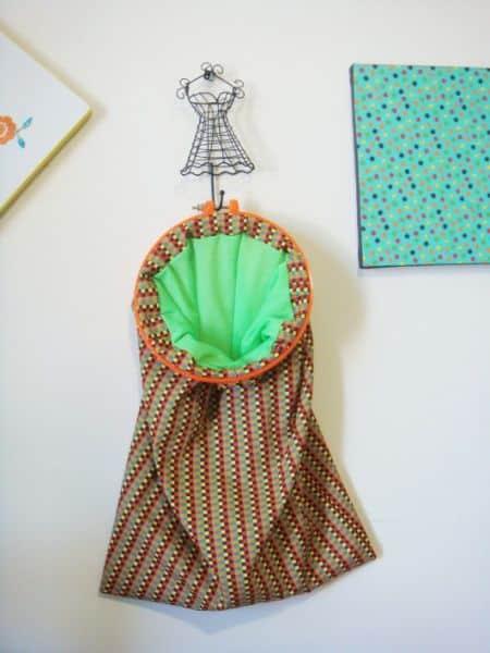 Saco organizador de tecido pode ter a combinação de cores e estampas que você preferir (Foto: minhasinger.com.br)