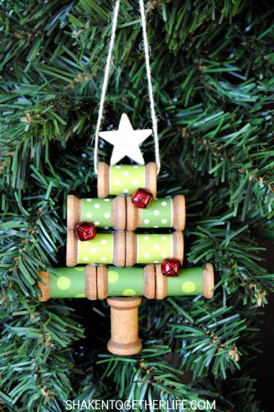 Miniárvore de Natal com carretel é linda e fácil de ser conseguida (Foto: shakentogetherlife.com)