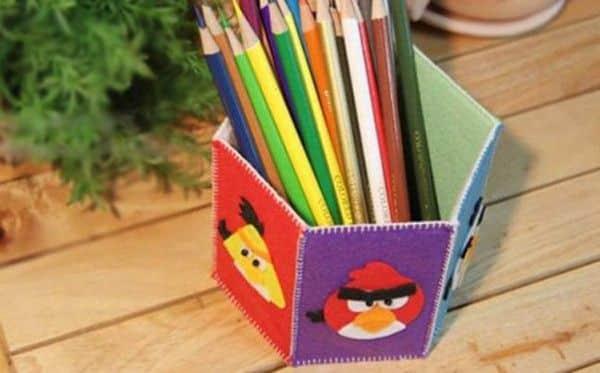 Este porta-lápis com feltro é diferente e as crianças adoram (Foto: kenh14.vn)
