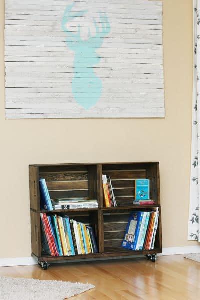 Invista pesado em estante de caixotes de feira (Foto: sewmuchado.com)