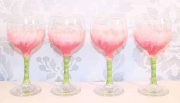 Read more about the article Como Decorar Taças de Vinho