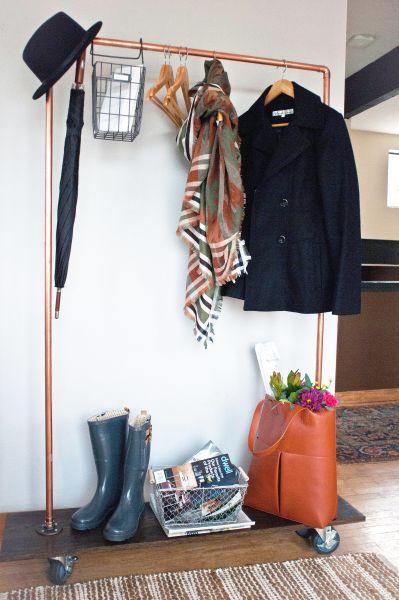 Você também pode vender esta arara de roupas móvel com cano PVC e faturar um bom dinheiro (Foto: popsugar.com)
