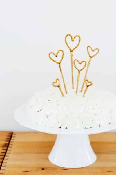 Este topo de bolo simples pode ter vários modelos e estilos diferentes (Foto: sayyes.com)