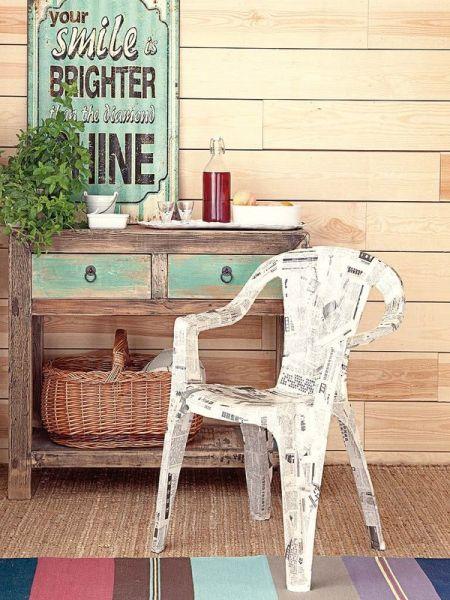 Decorar cadeira com jornal é muito fácil (Foto: micasarevista.com)