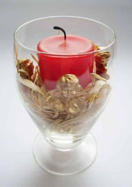 Castiçal decorado com taça é lindo e fácil de ser conseguido (Foto: srebrnaagrafka.pl)