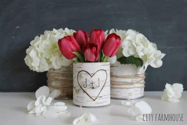 Este vasinho rústico pode ter vários apliques de sua preferência (Foto: jenniferrizzo.com)