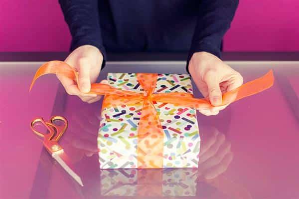 como fazer laço de presente grande