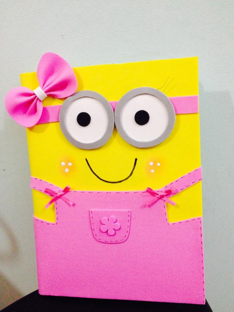 caderno com eva minion menina