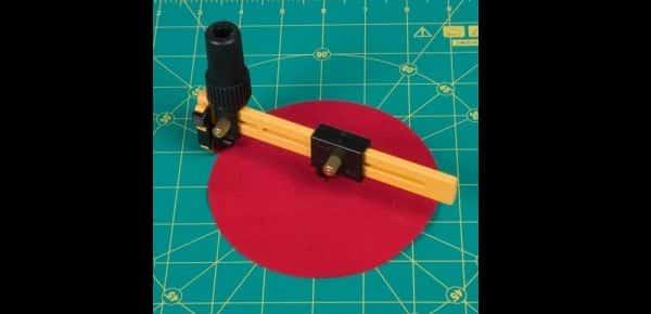 Corte de EVA com estilete rotativo