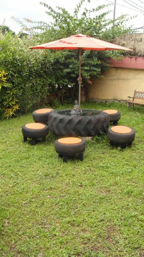 mesa com pneu no jardim