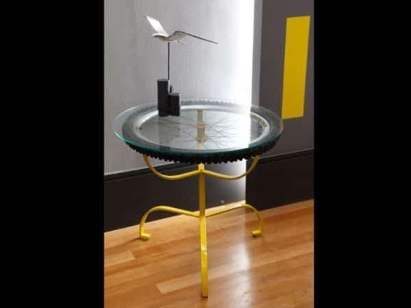 mesa com pneu de bicicleta
