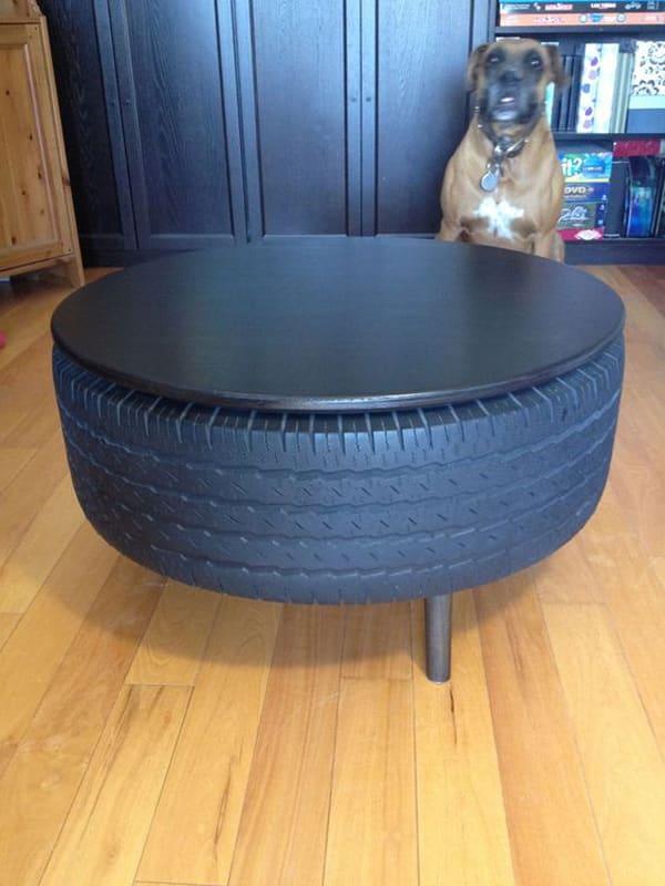 mesa com pneu azul