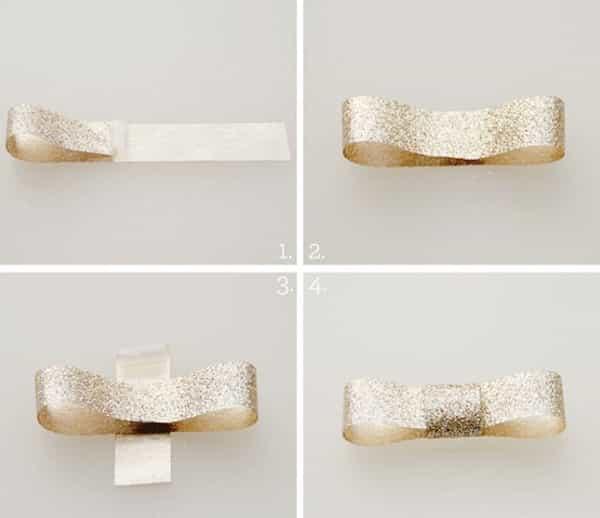 laço com fita de cetim dourado