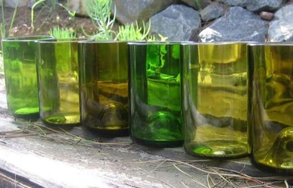 garrafa de vidro cortada copo