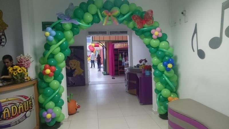 arco de baloes na entrada