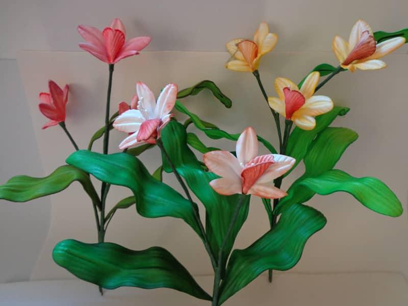 flores com folhas de eva