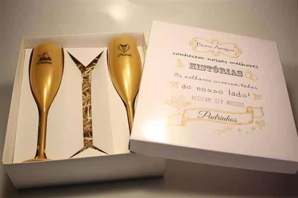 Caixa Convite com Taças Douradas