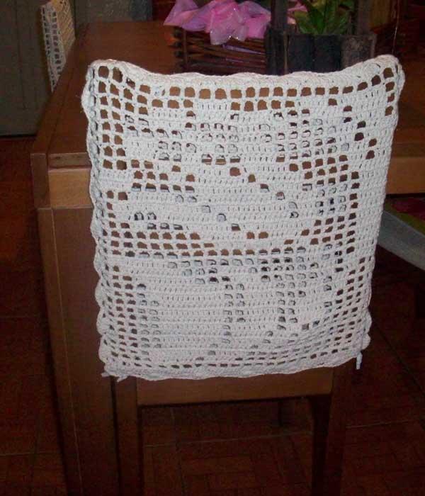Capa de crochê branco para cadeira