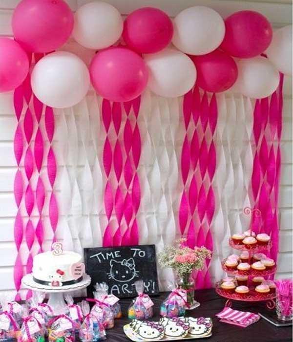 Cortina de papel crepom torcido rosa e branco