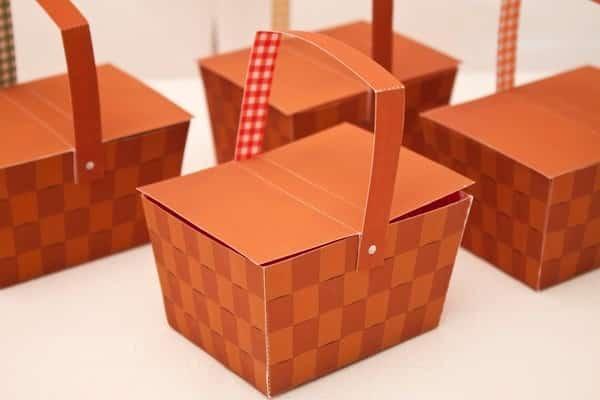 caixa em formato de cestinha
