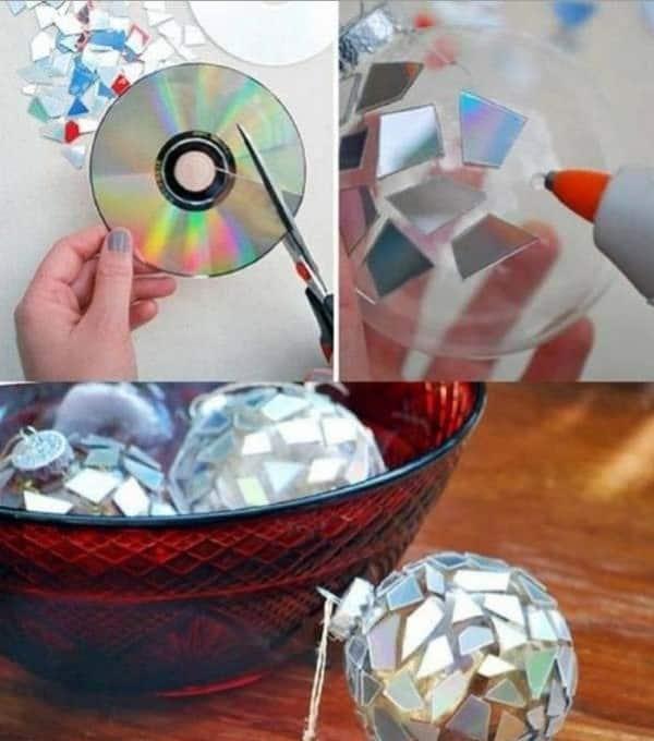 enfeitando bolas de natal com cd