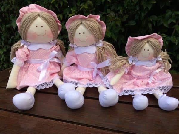 trio de bonecas de pano